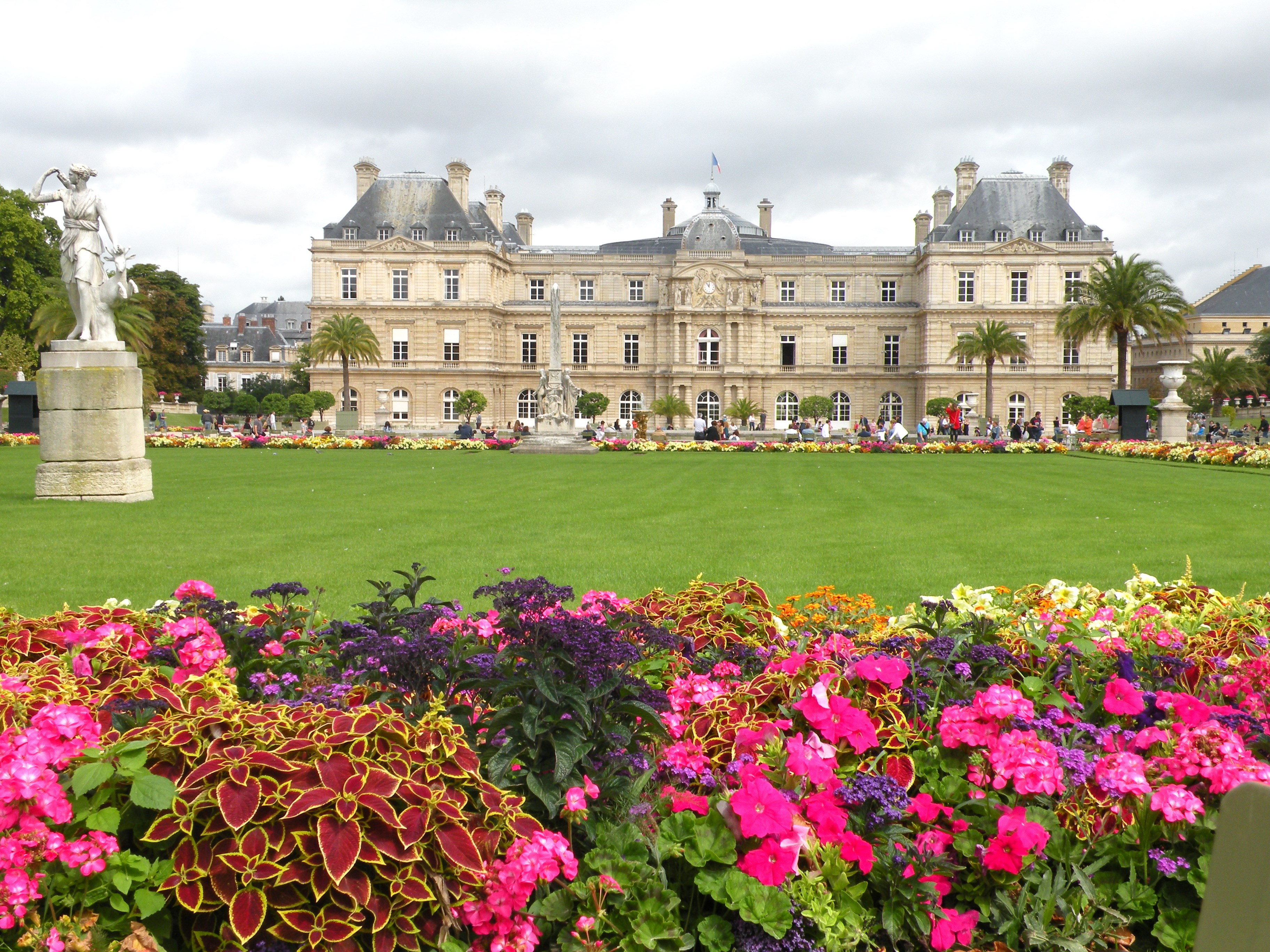 My parisian journey continues hemingway my french quest for Jardin du luxembourg hours